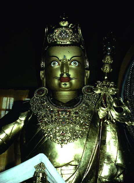 padma_statue